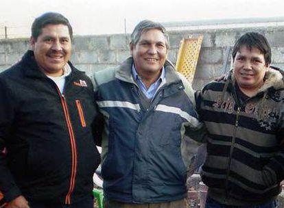 Ramber, José y Zenón Flores, en la celebración de despedida cerca de la caseta donde murieron, en Logroño.