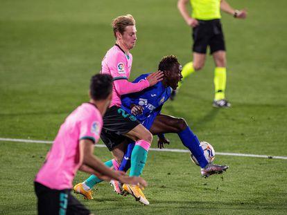 De Jong comete penalti sobre Djené en el duelo ante el Getafe.