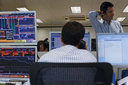 Sala de intermediación financiera en una entidad bancaria el pasado mes de julio.