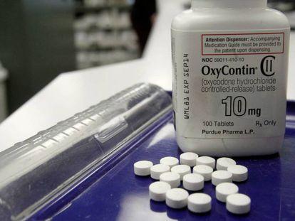Un bote del opioide OxyContin en una farmacia de Estados Unidos.