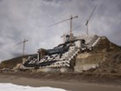 El derribo del hotel de El Algarrobico generará 40.000 metros cúbicos de residuos. Las Administraciones deberán restaurar 6,5 hectáreas de terreno