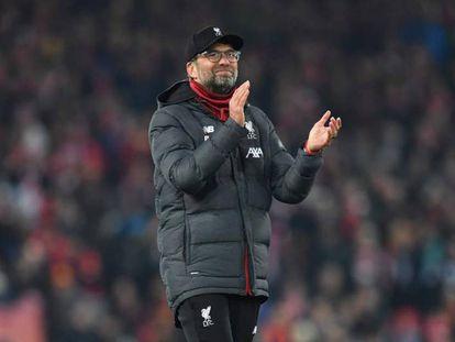 Klopp aplaude a la grada de Anfield