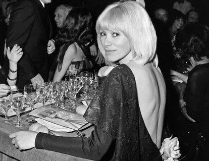 Mireille Darc, en Niza, en 1976.