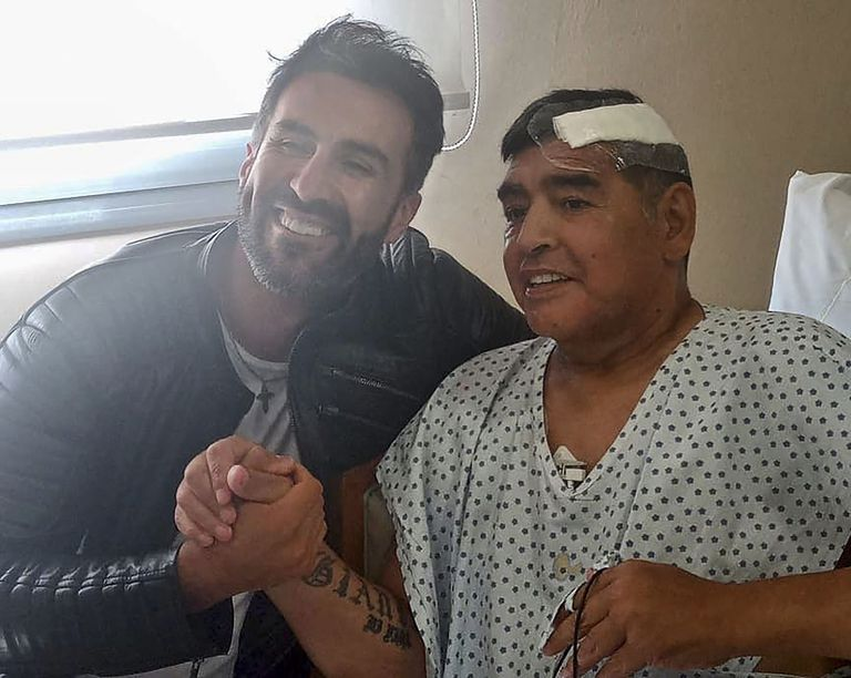 Maradona, junto al médico Leopoldo Luque, el pasado 11 de noviembre.