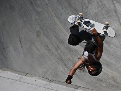 Sky Brown hace una maniobra acrobática durante la competición, este miércoles en Tokio.