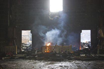 Fuego en el interior de la iglesia, esta mañana.