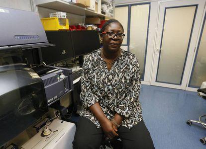 Chiaka Anumudu, microbióloga nigeriana, en el Centro de Investigaciones Oncológicas de Madrid.