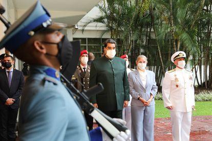 Nicolás Maduro (centro), este sábado en Caracas en un acto de promoción de oficiales del Ejército.