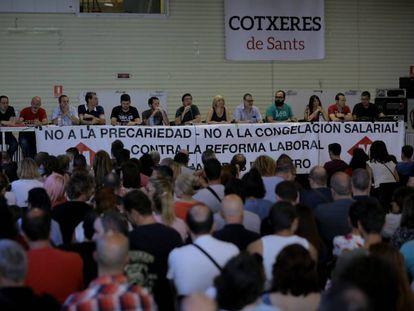 Asamblea de los trabajadores del metro de Barcelona.