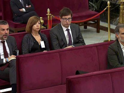 Jordi Cuixart, a la derecha, sentado delante de los 'exconsellers' Santi Vila, Meritxell Borràs y Carles Mundó, durante el juicio a los líderes del 'procés' en el Tribunal Supremo.