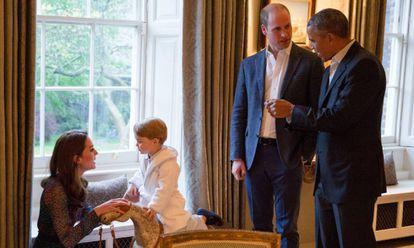 Kate Middleton, el príncipe Jorge, Guillermo de Cambridge y Barack Obama en el Palacio de Kensington.