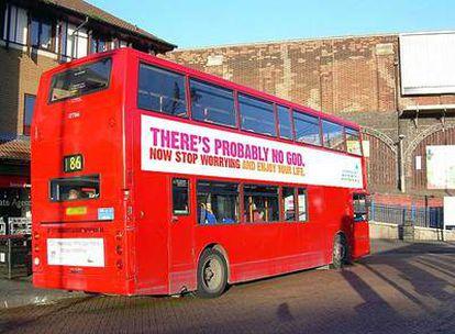 """El lema """"Probablemente no hay Dios, así que deja de preocuparte y disfruta de la vida"""" decorará los autobuses de Londres."""