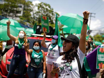 Una manifestación feminista, el 28 de mayo en San Salvador.