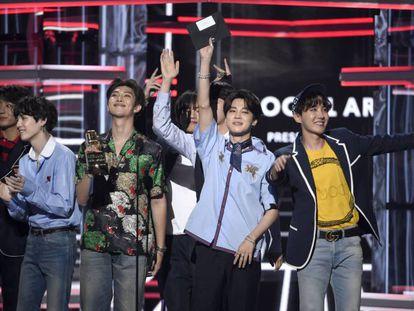 BTS recogiendo su premio en los Billboard 2018.