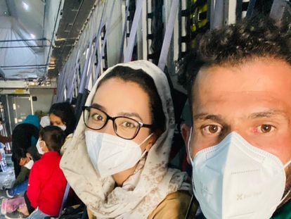 Nilofar Bayat viaja de Kabul a Bilbao en avión.