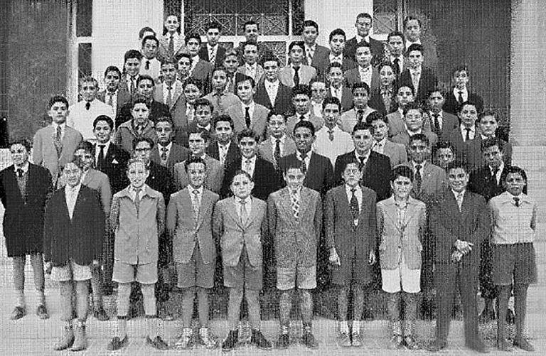 Imagen de la clase del denunciante de abusos en el internado de los jesuitas de Alicante, en 1958.