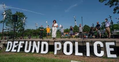 Imagen del 7 de junio de Alondra Cano, miembro del consejo municipal de Minneapolis, quien pide reducir fondos al Departamento de Policía.