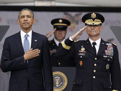 Obama con el Superintendente de la academa de West Point.