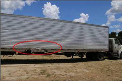 Daños del camión contra el que colisionó el Tesla.