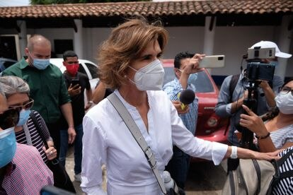 Cristiana Chamarro, la candidata presidencial, luego de acudir a la Fiscalía de Nicaragua.