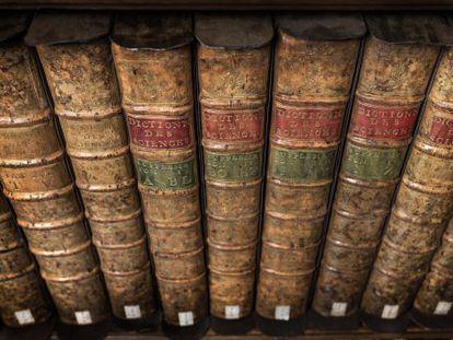 Vista de la Biblioteca de la RAE donde se guardan los volúmenes que componen la 'Encyclopédie' de D'Alembert y Diderot.