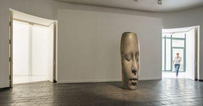 'Lou', la obra que recibe al visitante de la exposición en el Museo de Arte Moderno de Céret.