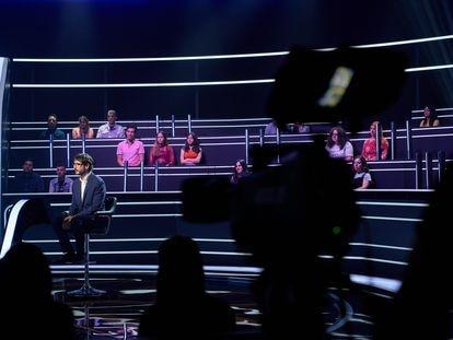 El presentador Juanra Bonet en la grabación de la edición de famosos de '¿Quién quiere ser millonario?'.