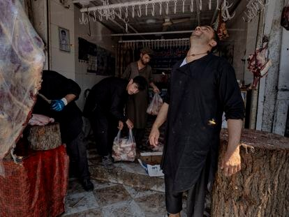 Un carnicero, en su establecimiento de Kabul.