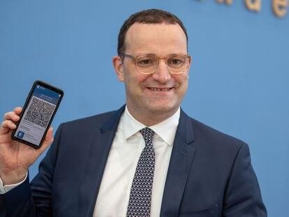 El ministro de Sanidad alemán, Jens Spahn, durante la presentación del pasaporte covid digital, la semana pasada en Berlín.