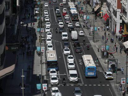 Circulación en la Gran Vía de Madrid.