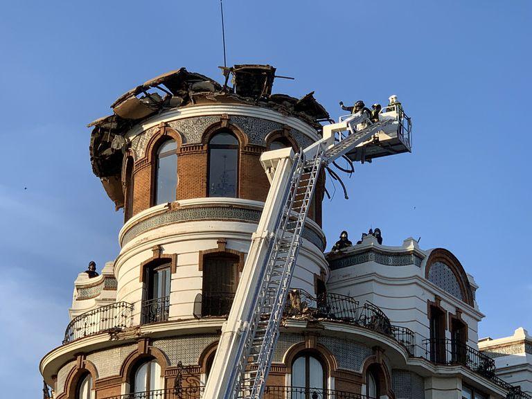 Cúpula del edificio de la calle de Alfonso XII que se ha derrumbado en la madrugada de este sábado.