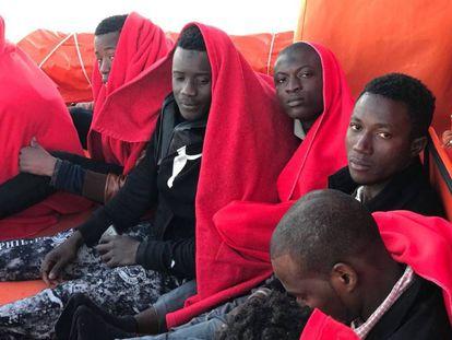 Migrantes subsaharianos rescatados ayer en Tarifa.