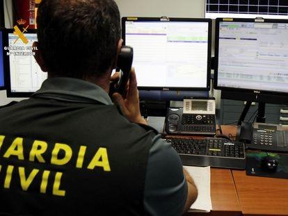 La Guardia Civil investiga delitos de estafa a través de Internet.
