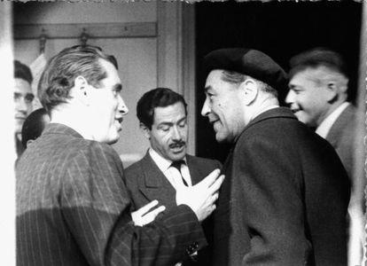 Josep Vergés, Carlos Sentís, Josep Pla y Jaume Vicens Vives, fotografiados en la redacción de la revista 'Destino'.