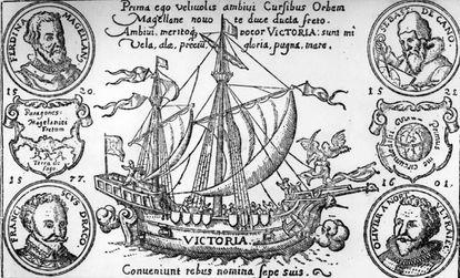 Un grabado de la nao 'Victoria' fechado hacia 1580, con los retratos en medallón de Fernando de Magallanes (arriba a la izquierda) y Juan Sebastián Elcano (arriba a la derecha).