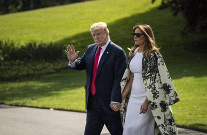 El presidente Donald Trump y Melania Trump salen de la Casa Blanca el pasado mes de abril con destino a Mar-a-Lago.