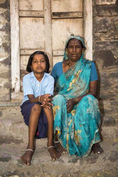 Madre e hija, ambas devadasis.
