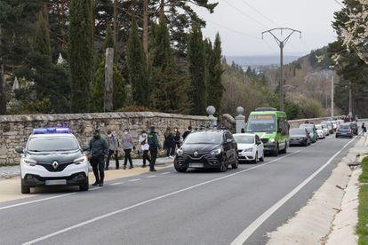 Control de la Guardia Civil en Cercedilla, Madrid (España), el pasado 1 de abril.