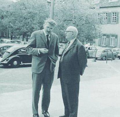 Jürgen Habermas y Theodor W. Adorno en el congreso de sociología en Heidelberg, en abril de 1964.