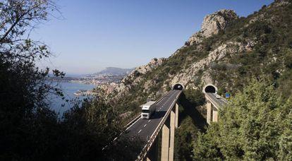 Tramo de la autopista entre Francia e Italia donde saltan algunos inmigrantes.