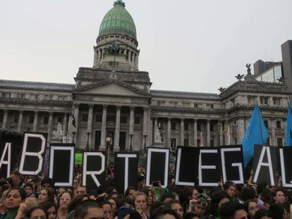 Marcha a favor del aborto frente al Congreso argentino en Buenos Aires, en feberero pasado.