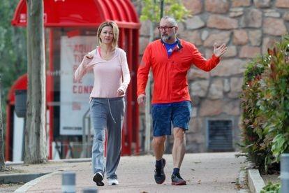 La periodista Susanna Griso con su marido Carles Torras, por las calles de Madrid el pasado mayo.