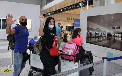 La familia de Abi Haidar se despide, ya a punto de embarcar en el vuelo que les llevará de Líbano a Chipre, donde comenzarán una nueva vida como migrantes.