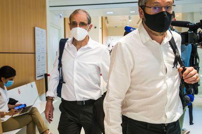 El etarra Josu Ternera (izquierda), a su llegada al Palacio de Justicia de París, el pasado 15 de junio.