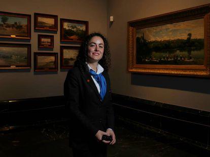 Laura Fernández Díaz, jefa de vigilantes del Museo del Prado, en una de las salas dedicada a la pintura del siglo XIX.