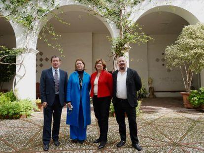 Alejandro Noguera Borel, Agnès Noguera Borel, Agnès Borel Lemonnier y Pablo Noguera Borel, en uno de los patios del Palacio de Malferit, sede de la empresa y de las actividades de Libertas 7 con motivo de su 75 aniversario.
