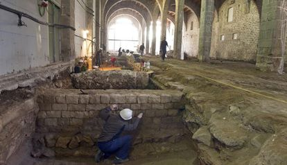 Excavación en el interior de las atarazanas de Barcelona.