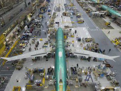 Ensamblaje del 737 MAX en la planta de Boeing en Renton (EE UU)