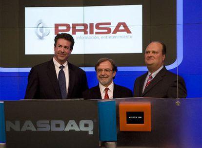 Juan Luis Cebrián y Robert Brazell en la sede del Nasdaq en Nueva York durante la firma del acuerdo estratégico entre las dos compañías.