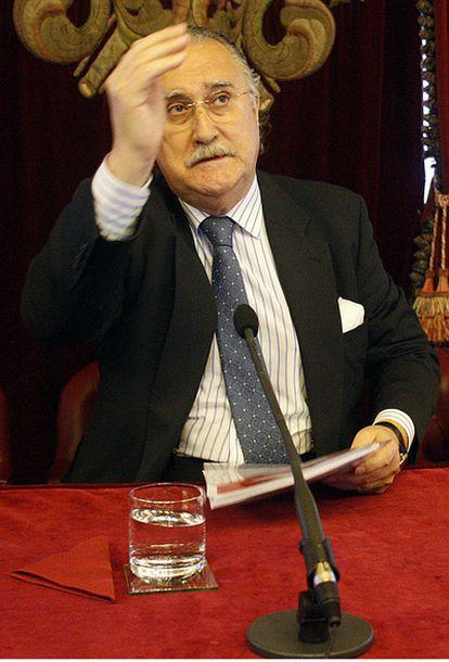 El Alcalde de Bilbao, Iñaki Azkuna, durante una comparecencia.